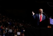 """Ông Trump hứa """"hồi sinh"""" quân đội Mỹ"""