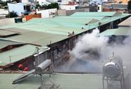 Cháy dữ dội, xưởng gỗ rộng gần 1.000 m2 đổ sập