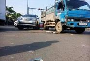 Xe tải và xe 16 chỗ tông nhau trên đại lộ Phạm Văn Đồng