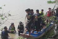 Mẹ lao mình xuống sông tự tử, bỏ lại 2 con nhỏ