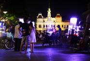 """""""Chợ tự phát"""" nhếch nhác tại phố đi bộ Nguyễn Huệ"""