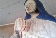"""Tượng Đức Mẹ đồng trinh đột nhiên """"khóc ra máu"""""""