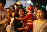 Người dân TP HCM nô nức đón Giáng sinh