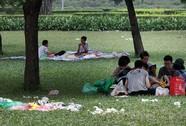 Xả rác bừa bãi ở công viên