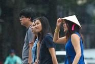 """Dân Sài Gòn vui vẻ """"sống chung"""" áp thấp"""
