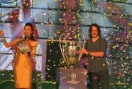 Khán giả Đà Nẵng cuồng nhiệt đón cúp UEFA Champions League