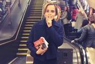 """""""Phù thuỷ"""" Emma Watson thực hiện """"âm mưu"""" với sách"""