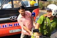 Cảnh sát nổ súng khống chế tài xế xe khách