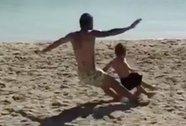 """Sao Argentina """"tắc bóng"""" suýt gãy chân con trai 4 tuổi"""