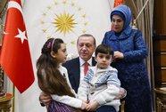 """Bé gái """"hiện tượng Syria"""" gặp Tổng thống Thổ Nhĩ Kỳ"""