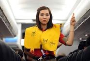 Khách xé áo phao trên máy bay từ Vinh đi TP HCM