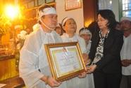 Đại biểu Ngô Văn Minh được truy tặng Huân chương Lao động hạng Nhì