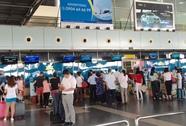 2 nam hành khách đánh nữ nhân viên hàng không ở Nội Bài