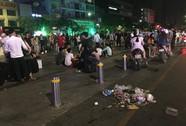 Rác ngập khu trung tâm Sài Gòn sau đêm Giáng sinh