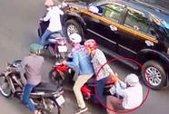 Bắt được 3 đối tượng dùng roi điện cướp xe trên đường phố