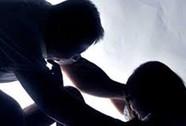 Bắt nam thanh niên hiếp gái bán dâm giữa đồng