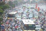 Hà Nội: Ngập sâu, giao thông hỗn loạn khắp nơi