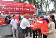 Hưng Thịnh chi 9 tỉ đồng mua vở tặng học sinh vùng lũ