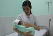 Đi khám vì tưởng đau bụng kinh, bất ngờ… sinh con
