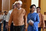 """Đảng cầm quyền và quân đội """"đụng độ"""" vì bà Suu Kyi"""