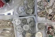 Nhiều công nhân mỏ bán 'huy chương bạc'