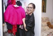 Ca sĩ Hiền Thục bán trang phục để làm từ thiện