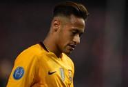 Neymar nổi điên nạt đàn anh ngay trên sân