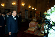 Thủ tướng Nguyễn Xuân Phúc viếng Nhà Vua Thái Lan