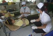 64 công nhân cùng nhập viện một ngày