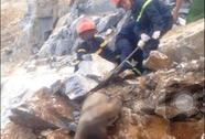 Khoan đá nhồi thuốc nổ, 1 phu mỏ bị đá đè chết