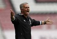 """Mourinho: Lạc lõng, cô đơn giữa """"bầy sói"""" FA"""