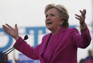 Hé lộ lý do sếp FBI đột ngột ngáng đường bà Clinton