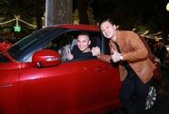 Tuấn Hưng tặng xe hơi 700 triệu đồng cho Tú Dưa