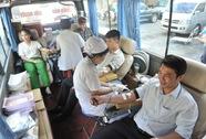 Hơn 300 CNVC-LĐ tình nguyện hiến máu cứu người