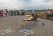 Xe máy va chạm xe tải, 2 thanh niên chết tại chỗ