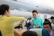 Bất ngờ với tiệc sinh nhật trên máy bay Vietnam Airlines