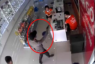Bịt mặt, cầm súng xông vào cướp cửa hàng điện thoại