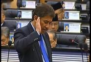 """Lỡ lời về """"sex"""", nghị sĩ Malaysia bị ném đá"""