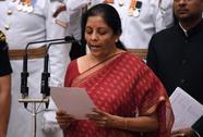 Ấn Độ bổ nhiệm nữ bộ trưởng quốc phòng