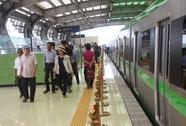 """Háo hức """"mục sở thị"""" đoàn tàu đường sắt Cát Linh - Hà Đông"""