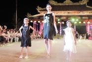 """Ấn tượng thời trang tại """"Đêm lụa Phương Đông"""" huyền ảo"""