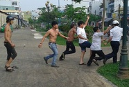 Nhóm thanh niên kéo đến trụ sở công an phường đập phá