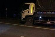Té xuống đường, 2 người bị xe tải cán tử vong