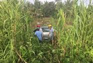 Ô tô tông 6 người thương vong rồi lọt xuống sông