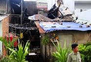 Ngôi nhà ở quận 8 cháy rụi, cả xóm náo loạn
