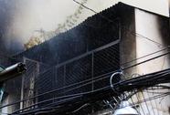 Nhà trong hẻm sâu phát hỏa, cả khu phố náo loạn