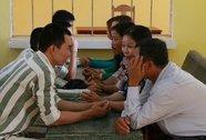 300 phụ nữ được gặp chồng con trong trại giam