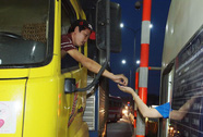 Tài xế dùng tiền lẻ, BOT Biên Hòa vẫn không xả trạm
