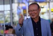 HLV Park Hang Seo đang dự khán trận Việt Nam - Campuchia