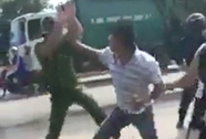 Điều tra vụ 2 cảnh sát bị nhóm thanh niên tấn công tới tấp